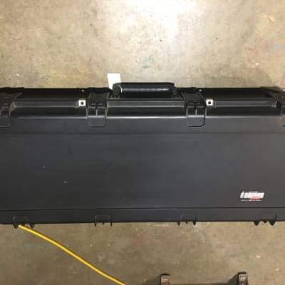SKB 3i-4217-18 Injection Molded Dreadnought Acoustic Guitar Flight Case w/TSA Latches & Wheels