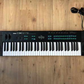 Yamaha DX27S 61-Key Digital Programmable Algorithm Synthesizer with Speakers