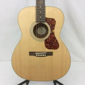 Guild Westerly Collection OM-240E Natural