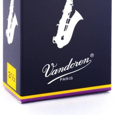 Vandoren SR2135 Traditional Eb Alto Sax Reeds - Strength 3.5 (Box of 10)