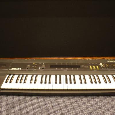 Ensoniq ESQ-1 Wave Synthesizer
