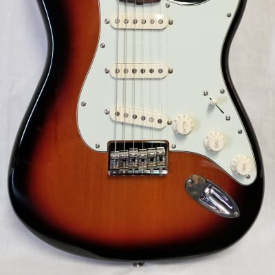 Fender Robert Cray Stratocaster Electric Guitar, Rosewood Fingerboard, 3-Color Sunburst w/bag for sale