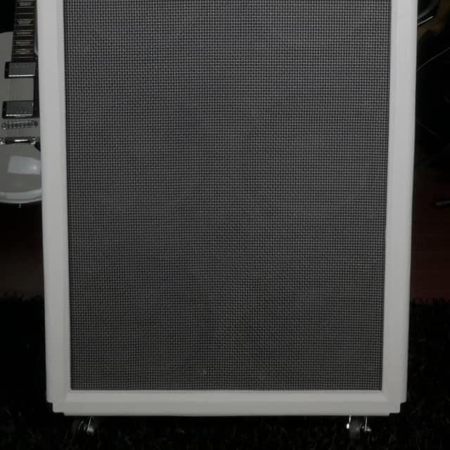 Professional Series Bass  8x10 Cab White/Graphite w/Premium Ceramic Drivers-800W 4 Ohm B Stock image