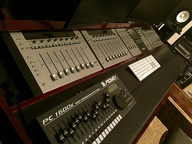 Studio Desk Euphonix Avid Artist Series