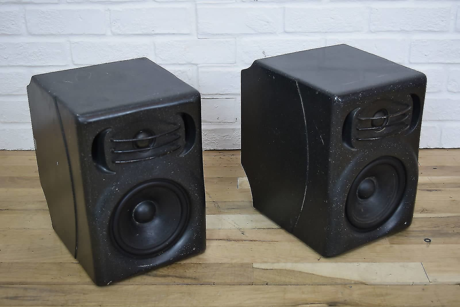 quested f11 powered studio monitors pair awesome used speakers for sale. Black Bedroom Furniture Sets. Home Design Ideas