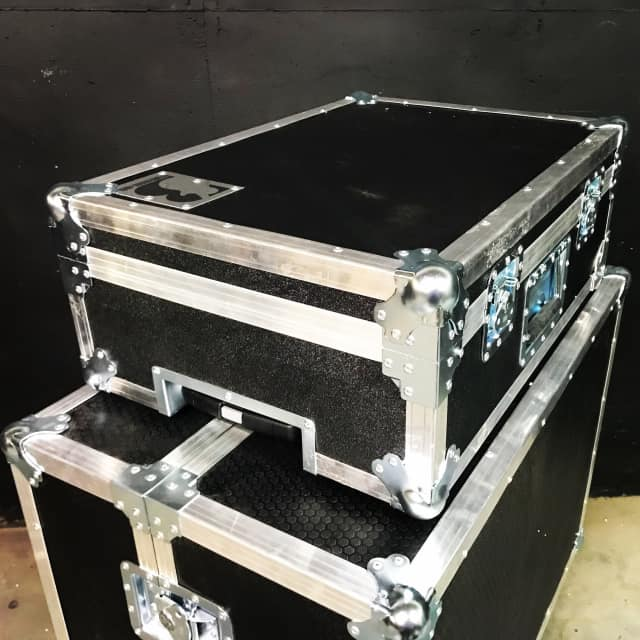 Brady Cases 24x16 drop-in hinged pedal board case with pullout handle & casters image