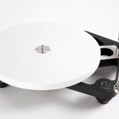 Rega PLANAR 10 Turntable + PL10 Psu (No Cartridge Included) - NEW !