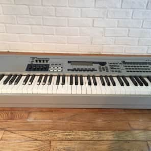 Yamaha MO 8