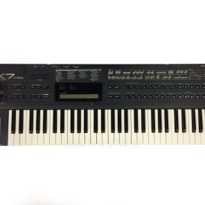 Yamaha DX7IIFD 61-Key 16-Voice Digital Synthesizer with Floppy Drive