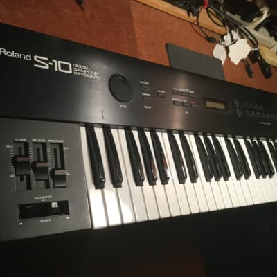 Roland S-10 49-Key Digital Sampling Keyboard With Emulator Drive