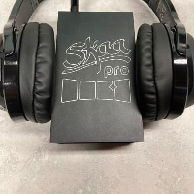 Skaa Pro Dani  Wireless Low Latency Transmitter and Dillinger Helix Wireless Headphones