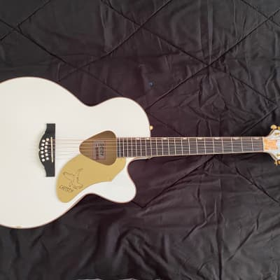 Gretsch G5022CWFE-12 Rancher Falcon Jumbo 12-String Cutaway with Fishman Pickup System White