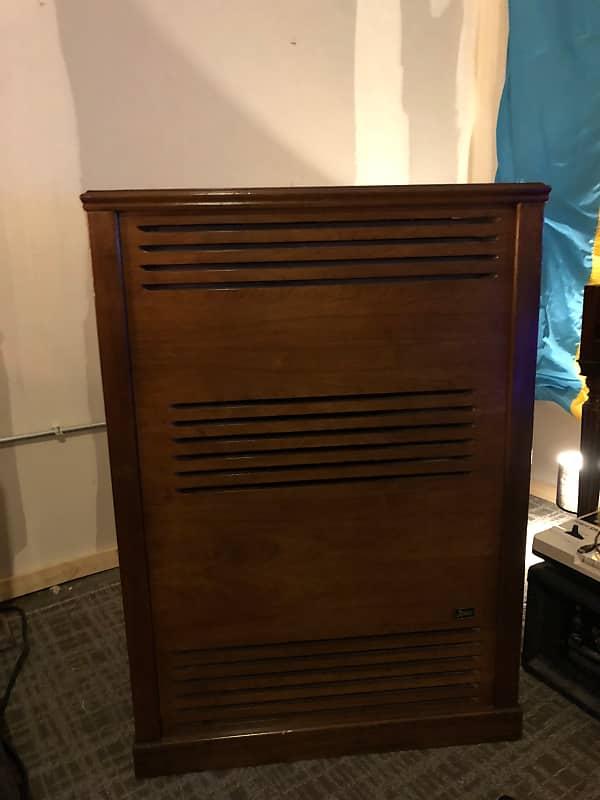 leslie model 723 speaker walnut cabinet solid state amp reverb. Black Bedroom Furniture Sets. Home Design Ideas