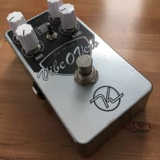 Keeley Electronics Vibe-O-Verb, box and docs
