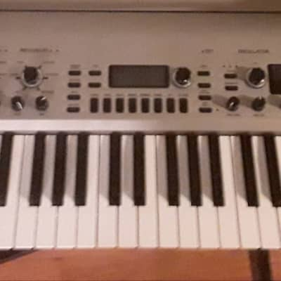 Korg KingKORG With Gator GK-61 Case
