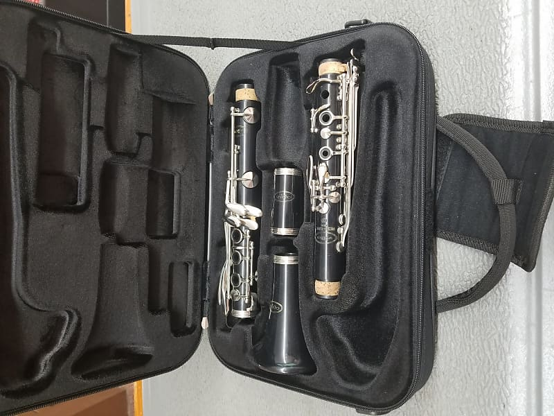 Used Vito Bb Clarinet   Giant Steps Music Corporation
