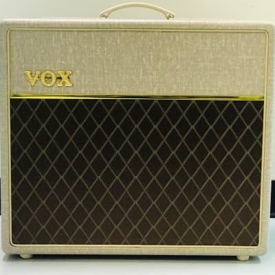 Vox AC15HW1 2-Channel 15-Watt Guitar Combo Amplifier