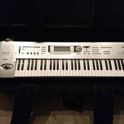 Korg Triton LE 61 with FREE Smartmedia card, stand and Gator case