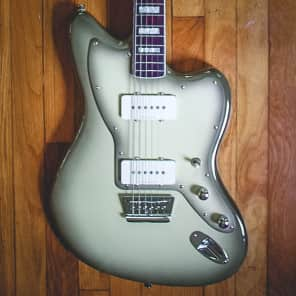 Squier Vintage Modified Baritone Jazzmaster Antigua