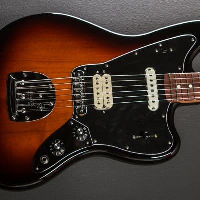 Fender Player Jaguar - 3 Color Sunburst w/Pau Ferro