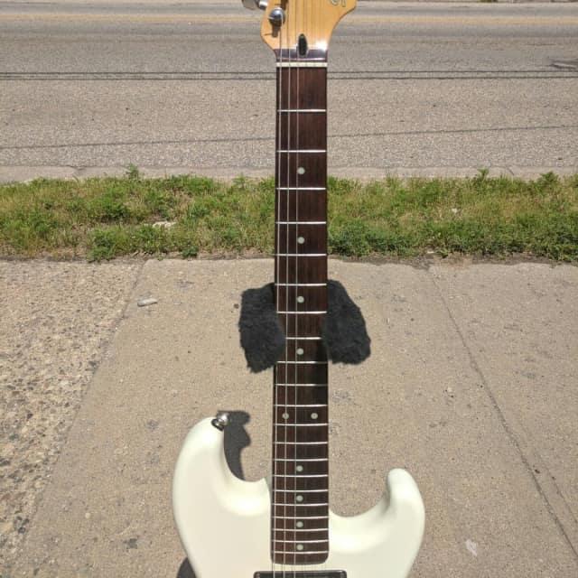 Fender Squier E7 Bullet 1987 White image