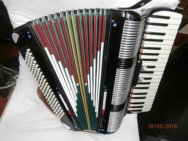 SERENELLI 120 bass piano accordion 1960-1970 black and mix with other color