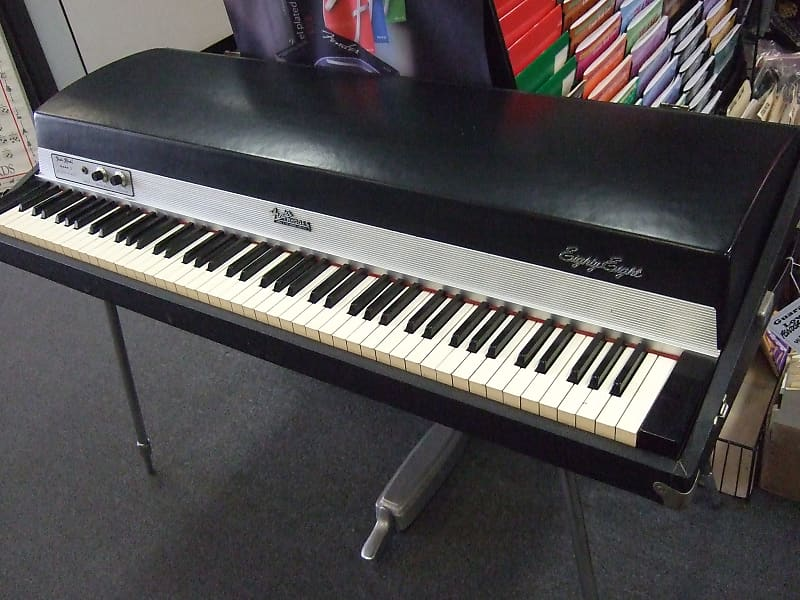 rhodes klavír