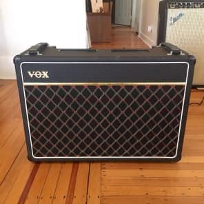 Vox V15 15-Watt 2x10 Guitar Combo