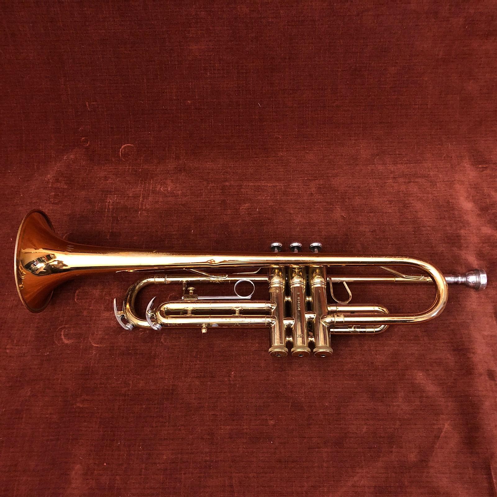 Conn 1050B Bb Student Trumpet w/ Case, Mouthpiece, Mute & Accessories