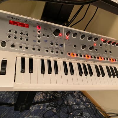 Roland JD-Xi 37-Key Analog/Digital Crossover Synthesizer Sequencer White