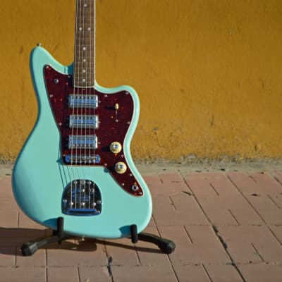 Fender 60th Anniversary Limited Edition Triple Jazzmaster with Rosewood Fretboard Daphne Blue