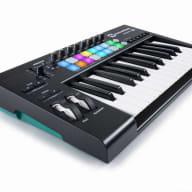 NovationLaunchkey 25 MK2 25-Key Keyboard Controller with 16 Velocity-Sensitive Trigger Pads