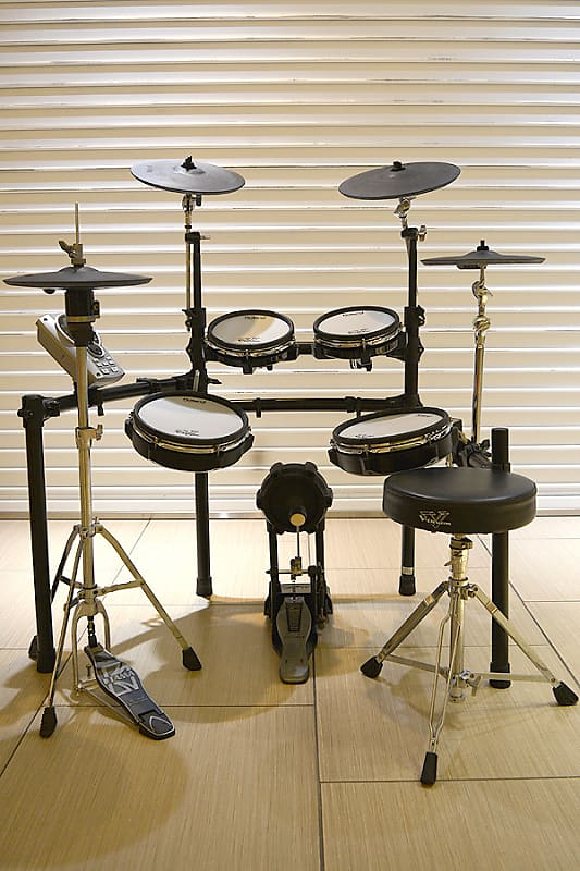 Roland Td-15Kv-S 3 Cymbal Electronic Drum Set- Shipping Included*