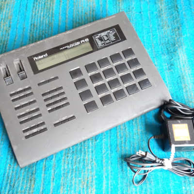 Roland R-8 Human Rhythm Composer / Drum Machine w/ ACH-100 AC Adapter - D146