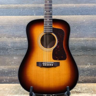 Guild USA D-40 Traditional in Antique Sunburst Dreadnought Acoustic Guitar w/Case