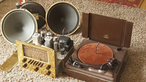 Vintage Magnavox Cosmopolitan Tube Radio/AMP/Phono with Speakers +  Turntable USA