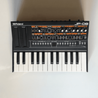 Roland Boutique Series JP-08 with K-25m Keyboard