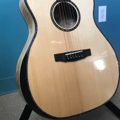 Cort Grand Auditorium w/Beveled Edge for Comfort Solid Spruce Top Acoustic/Electric Natural