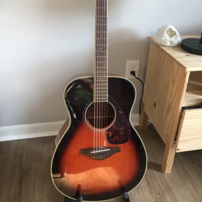 Yamaha FS720S Folk Acoustic Guitar, Solid Spruce Top, Mahogany, Sunburst, Balanced for sale