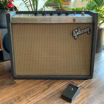 Vintage Gibson GA-8T Discoverer Tremolo Tube Amp Electric Guitar amplifier 1965 w/ orig footswitch