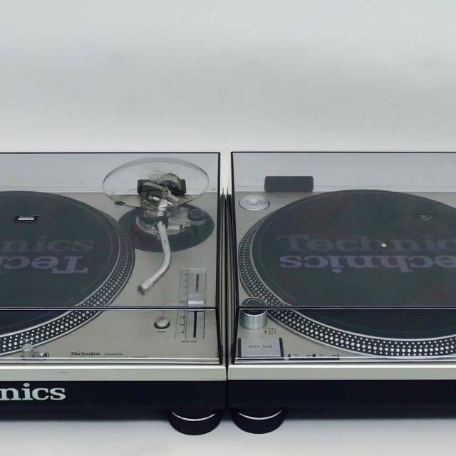 2 Technics SL1200 MK5-S in Excellent Condition with Original Box image