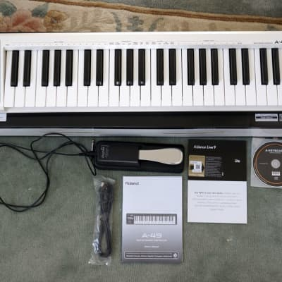 Roland A-49-WH MIDI Keyboard Controller + Pedal + Abletop Lite
