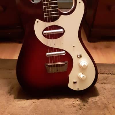 Silvertone 1457 2 Pickup with Case Amp Red Burst 1960s
