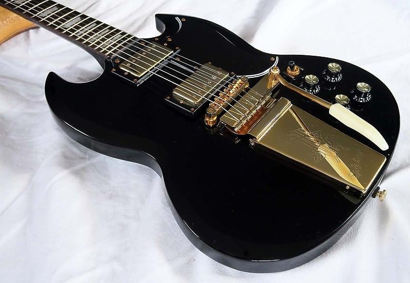Epiphone SG - black/gold, rare model, NEW, case, Maestro Vibrola Tremolo