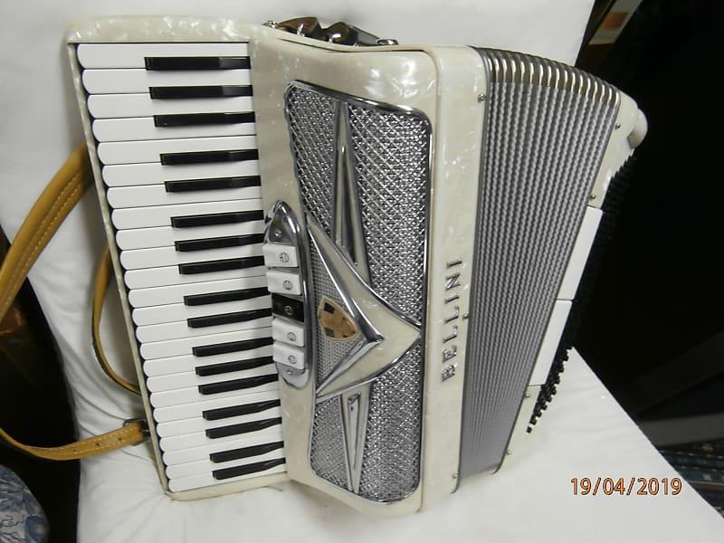 BELLINI 120 bass piano accordion 1980-1990 marble cream and silver -white