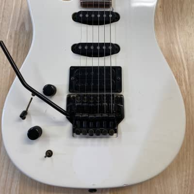 Peavey Tracer  White 90's for sale