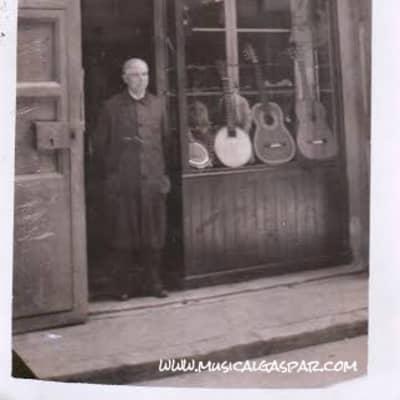 Salvador Gaspar García (1874-1942) 1915 Bandurria. Old guitar.