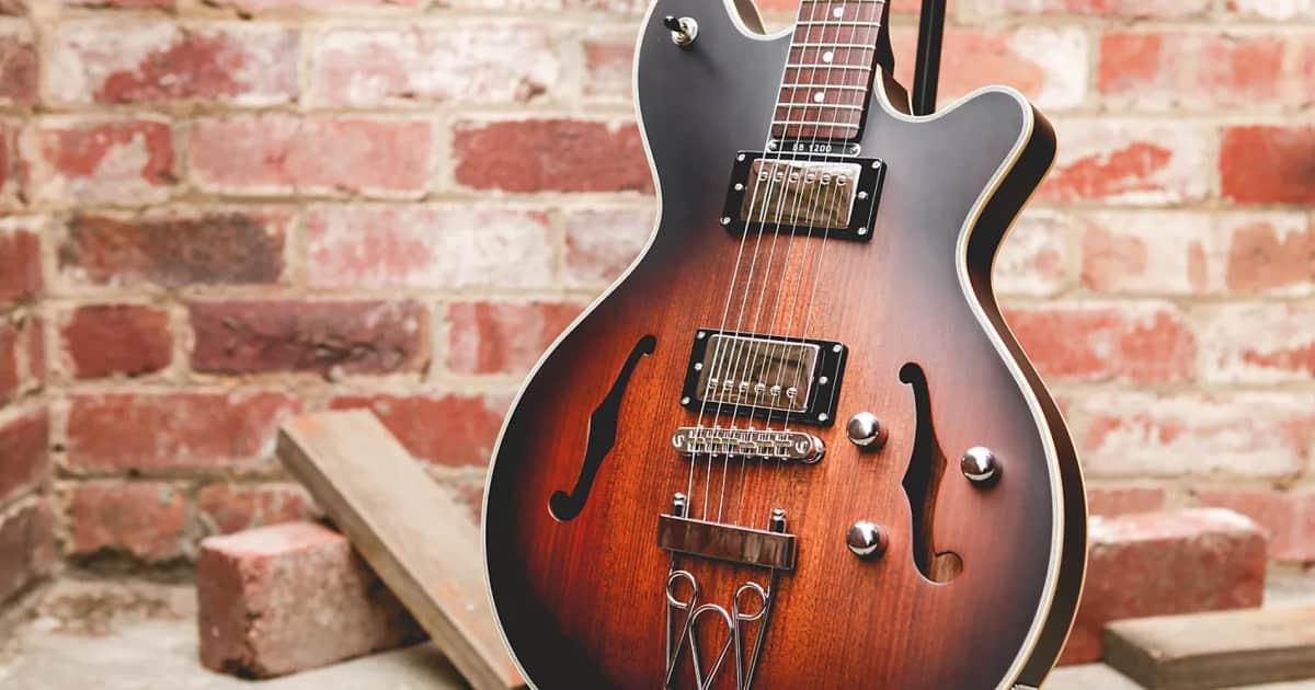 a brief history of maton guitars australia 39 s guitar reverb news. Black Bedroom Furniture Sets. Home Design Ideas