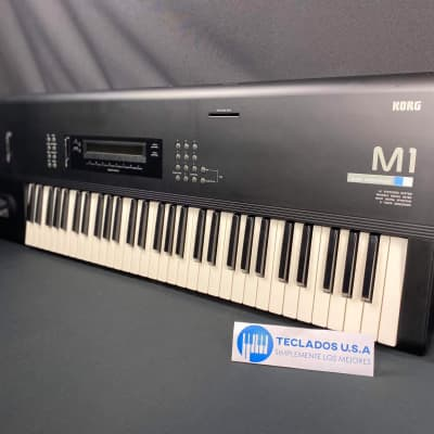Excelente  Korg M1 Workstation  Color Negro. Restaurado por Teclados U.S.A
