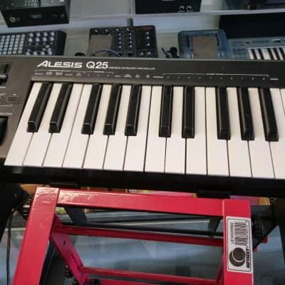 Alesis Q25 25-Key USB MIDI Controller Keyboard Local Pick Up